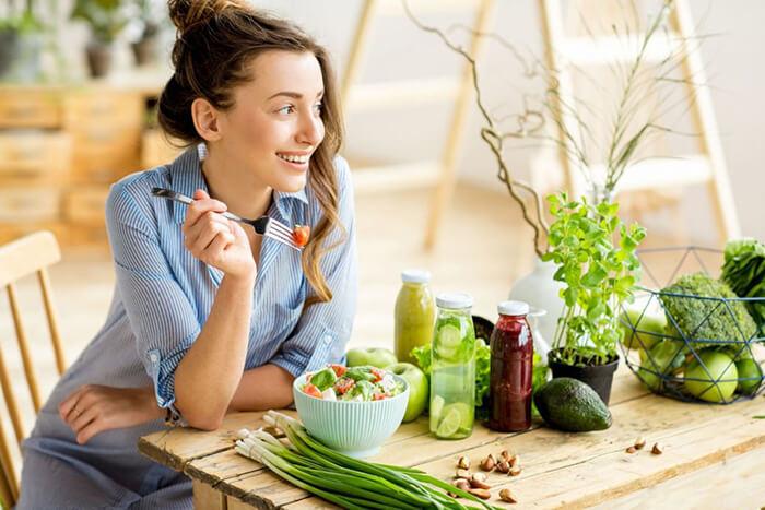 Chế độ ăn uống hợp lý giúp da đào thải độc tố