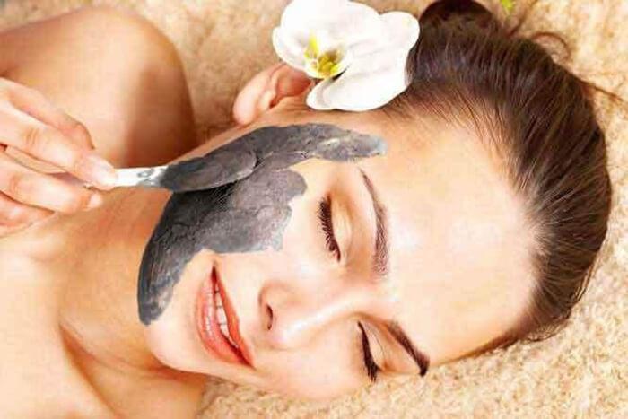 Đắp mặt nạ thải độc da